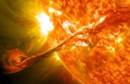 Solar Filament Erupts - 200,000 miles long (~16 Earths)
